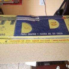 Brinquedos antigos: CARABINA DE AIRE LANZA PELOTAS DE NEMROD. CAJA ORIGINAL.. Lote 173041589