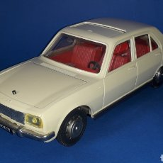 Juguetes antiguos: PEUGEOT 504 REF. 2174, 25 CMS, MECANISMO A FRICCIÓN, JOUSTRA MADE IN FRANCE. AÑOS 60-70.. Lote 27445555