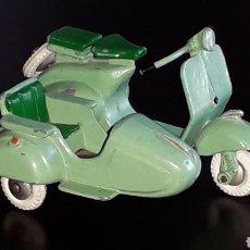 Juguetes antiguos: MOTO SCOOTER VESPA CON SIDECAR, METAL ESC. 1/32, JUGUETES DALIA MADE IN SPAIN, ORIGINAL AÑOS 60.. Lote 176177857