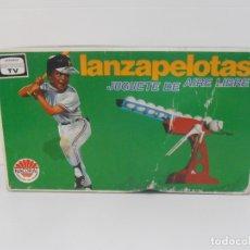 Juguetes antiguos: LANZAPELOTAS NACORAL, CAJA ORIGINAL, COMPLETO, MADE IN SPAIN, AÑOS 70. Lote 176999762