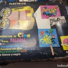 Juguetes antiguos: PROYECTOR ELECTRICO 8MM NACORAL REF 117 EN CAJA ORIGINAL. Lote 177074633