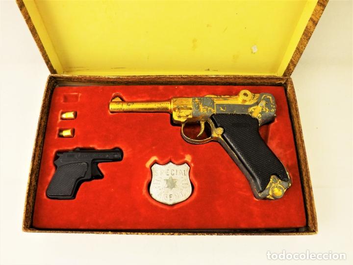 Juguetes antiguos: Sagiver conjunto Pistola Luger dorada - Foto 2 - 177266422