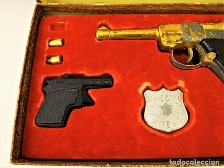 Juguetes antiguos: Sagiver conjunto Pistola Luger dorada - Foto 4 - 177266422