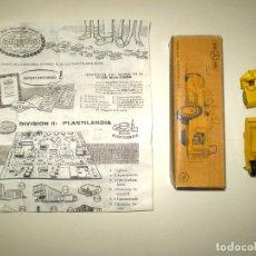 Juguetes antiguos: MINI CARS ANGLUPLAS - TRAILLA CATERPILLAR Nº 96 EN SU CAJA CON CATÁLOGO. Lote 178564548