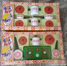 Juguetes antiguos: ANTIGUO JUGUETE ESPAÑOL AÑOS 70 , LOTE DE 2 DISTINTOS , MADE IN SPAIN , COCINA CHIKY , APUM. Lote 178755641