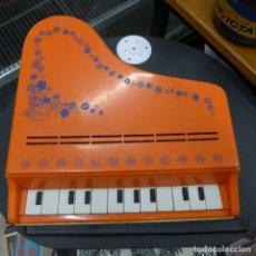 Juguetes antiguos: PIANO DE COLA REIG 12 NOTAS. Lote 179231331