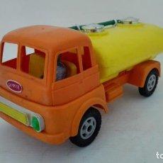 Brinquedos antigos: CAMION CISTERNA GEYPER, CON MANGUERA Y CONDUCTOR, MEDIDAS 24 X 10,5 CM. Lote 186406683