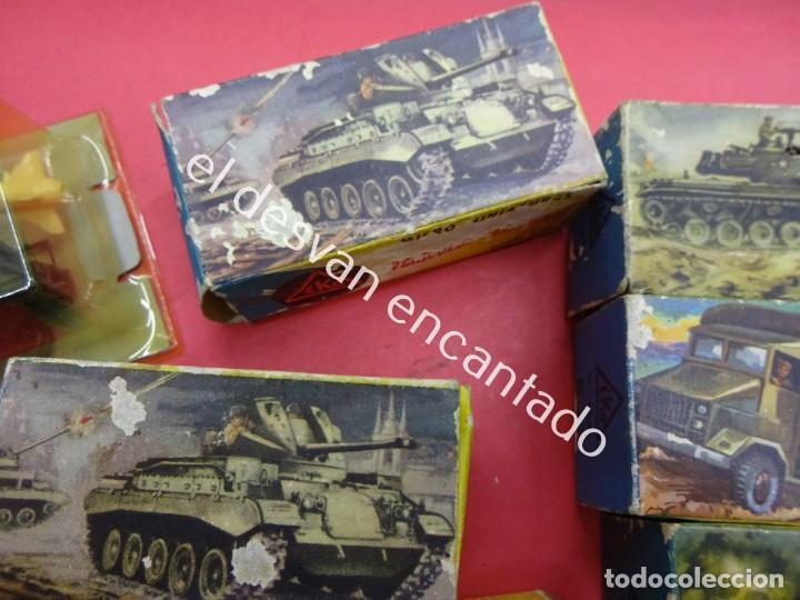 Juguetes antiguos: EKO. Gran lote de vehículos militares (muchos en caja original) y soldados de diversos países - Foto 3 - 188463581