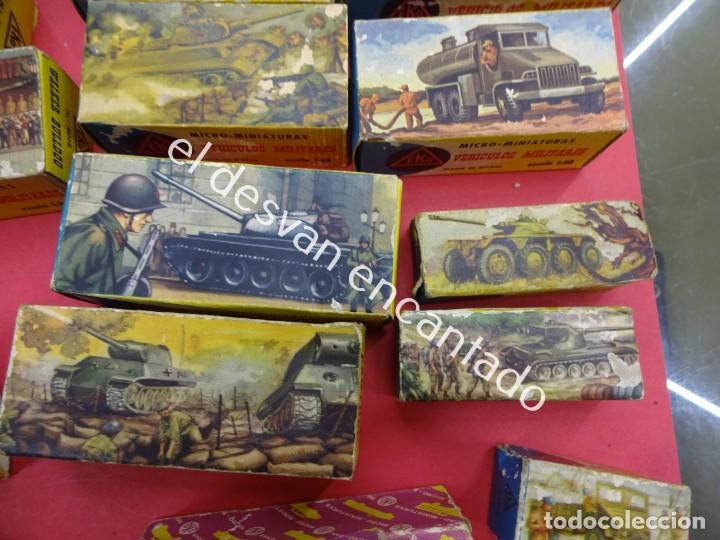 Juguetes antiguos: EKO. Gran lote de vehículos militares (muchos en caja original) y soldados de diversos países - Foto 5 - 188463581