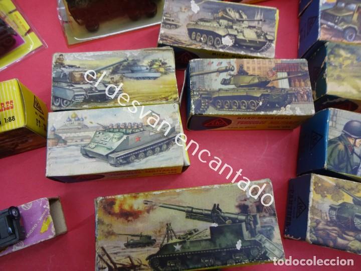 Juguetes antiguos: EKO. Gran lote de vehículos militares (muchos en caja original) y soldados de diversos países - Foto 7 - 188463581