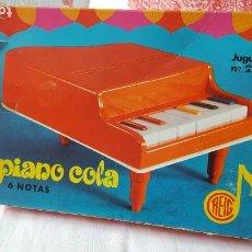 Juguetes antiguos: PIANO DE COLA REIG REF.2727 CON CAJA Y PARTITURA. AÑOS 70. Lote 189483122