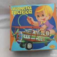 Juguetes antiguos: AVIONETA ELECTRICA HOJALATA Y PLASTICO DURO, BERNABEU GISBERT, IBI AÑOS 70. Lote 193699850