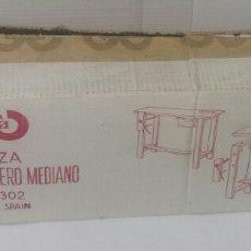 Juguetes antiguos: GADEA. BANCO DE CARPINTERO MEDIANO. NUEVO EN CAJA. REF 1302. AÑOS 70. ÚNICO. 60 X 48 X 17 CM APROX.. Lote 194147973