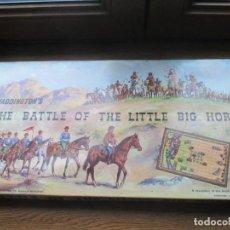 Juguetes antiguos: LA BATALLA DE LITTLE BIG HORN. VERSION INGLESA DE WADDINGTON DE LA SERIE GRANDES BATALLAS . Lote 194513788