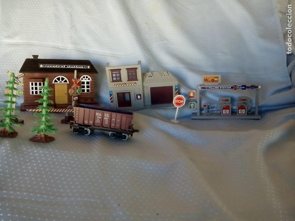 Juguetes antiguos: Casas estación de tren y gasolinera dioramas para tren o pueblo - Foto 10 - 195153958