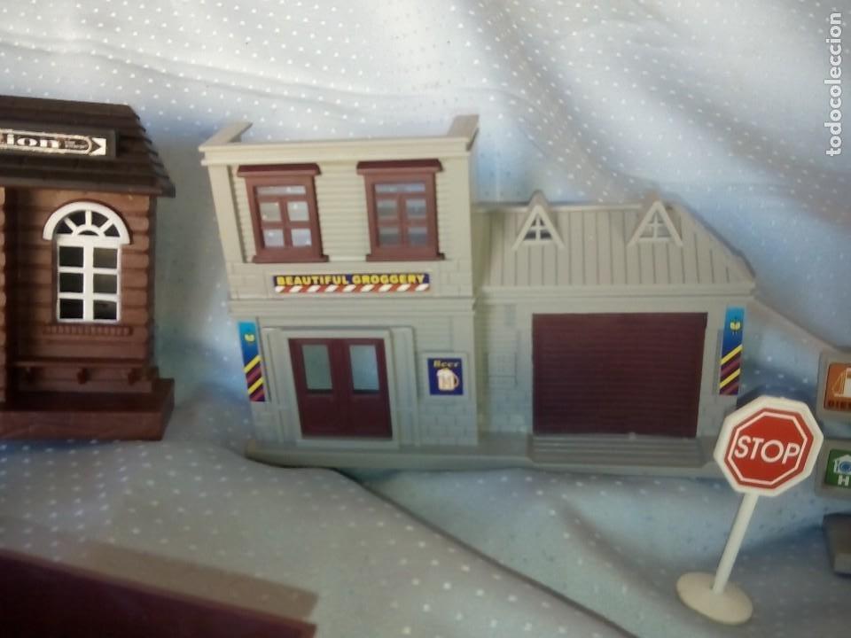 Juguetes antiguos: Casas estación de tren y gasolinera dioramas para tren o pueblo - Foto 3 - 195153958