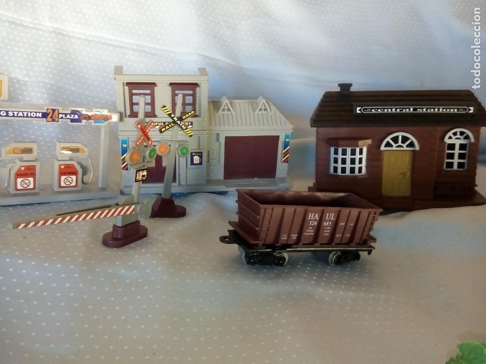 Juguetes antiguos: Casas estación de tren y gasolinera dioramas para tren o pueblo - Foto 6 - 195153958