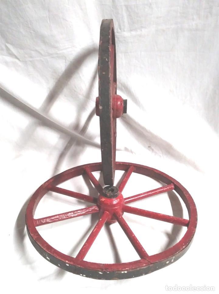 Juguetes antiguos: Juego de 2 Ruedas madera para Juguete, resto tienda buen estado, Med 28 cm - Foto 2 - 195358121