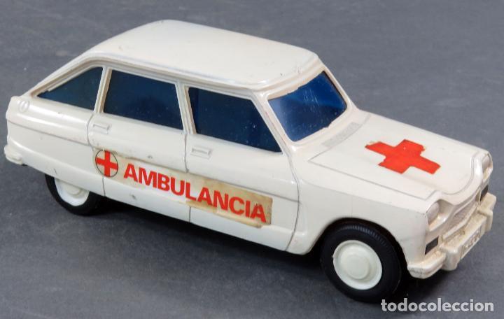Juguetes antiguos: Citroen 8 Plásticos Albacete Ambulancia a fricción años 70 No funciona - Foto 2 - 248740105