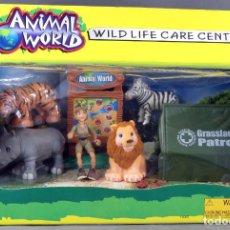 Juguetes antiguos: JUEGO SAFARI ANIMAL WORLD LIFE CARE CENTER KENWAY NUEVO EN CAJA. Lote 198219940