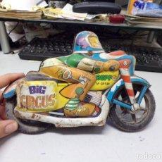 Brinquedos antigos: ANTIGUA MOTO DE CHAPA BIG GIRGUS BEPPO V-212 22CM. Lote 202905742