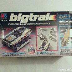 Brinquedos antigos: VEHICULO PROGRAMABLE BIGTRAK AÑO 1983 MB EN CAJA ORIGINAL, CON MANUAL OPERACIONES FUNCIONANDO. Lote 203259280