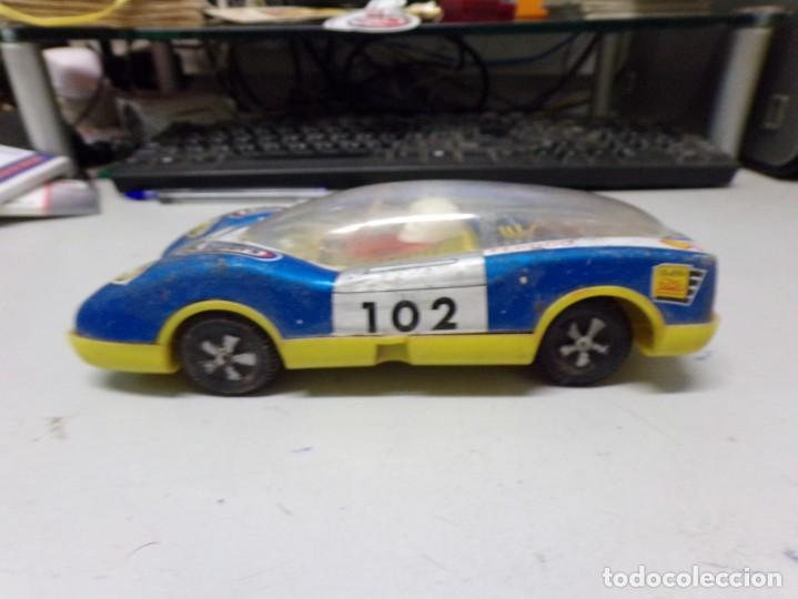 Juguetes antiguos: antiguo coche de chapa y plastico wynn´s ferodo shell ferrari good year numero 102 20 cm - Foto 2 - 203456661