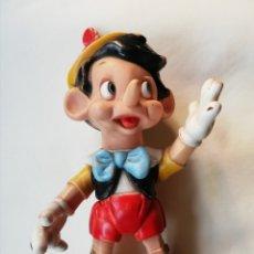 Brinquedos antigos: PINOCHO DE GOMA, ARTICULADO - FAMOSA, CON LICENCIA DE WALT DISNEY - 38 CM ALTO - AÑOS 70. Lote 203543967