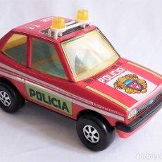 Jouets Anciens: COCHE POLICÍA FORD FIESTA OBERTOYS MADE IN SPAIN REF. 122 METÁLICOS A FRICCIÓN RADIO PATRULLA Nº 212. Lote 207931422