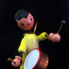 Juguetes antiguos: ANGEL CON TAMBOR DE GOULA. Lote 209641095