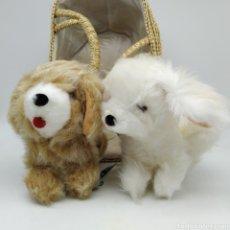 Brinquedos antigos: 2 PERRITOS CON CESTO DE MIMBRE FABRICADOS POR VIR PELUCHES, FABRICADOS EN VALENCIA, AÑOS 70 - NUEVOS. Lote 218548538