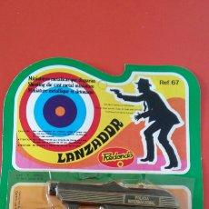 Brinquedos antigos: PISTOLA LANZADOR F.B.I. (10 CM).MINIATURAS METÁLICAS REDONDO 70S.SIN ABRIR.. Lote 218859456