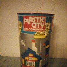 Juguetes antiguos: JUEGO PLASTIC-CITY DE ITALOCREMONA. Lote 222290925