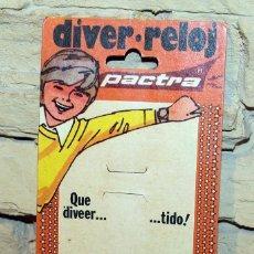 Juguetes antiguos: ANTIGUO CARTÓN DIVER RELOJ, DE PACTRA - AÑOS 70. Lote 222799035