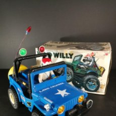 Giocattoli antichi: ANTIGUO JUGUETE BATTERY OPERATED WILD WILLY WILLYS M38 JEEP 1/10 TAIWAN CON CAJA ORIGINAL. Lote 223900990