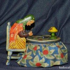 Juguetes antiguos: (M) HUCHA DE MADERA TIPO GOULA, AÑOS 60, 13,5X14X10CM, BUEN ESTADO. Lote 224318427