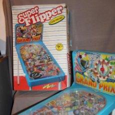 Giocattoli antichi: SUPER FLIPPER GRAND PRIX CON PATAS DE RIMA-CON SU CAJA-PETACO-PINBALL-AÑOS 70/80. Lote 225849555