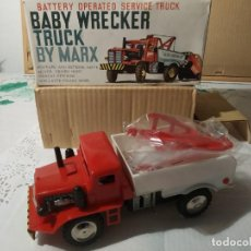 Juguetes antiguos: BABY WRECKER TRUCK/ AÑOS 60' MARX TRUCK BATTERY OPERATED. Lote 227918710