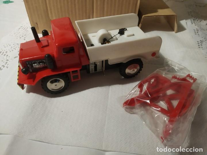 Juguetes antiguos: Baby wrecker truck/ años 60 Marx Truck battery operated - Foto 14 - 227918710