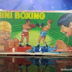 Juguetes antiguos: MINI BOXING PACTRA. Lote 230617240