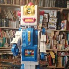 Juguetes antiguos: ROBOTIC DE MOLTO ROBOT Y CORREPASILLOS. Lote 231307290