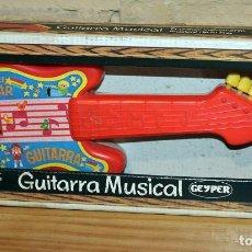 Juguetes antiguos: ANTIGUA GUITARRA MUSICAL, DE GEYPER - NUEVA Y EN SU CAJA ORIGINAL - AÑOS 80 - REF. 1540. Lote 233199130