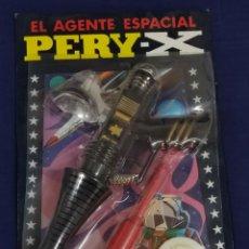 Brinquedos antigos: BLÍSTER PISTOLA AGENTE ESPACIAL PERY - X - JUGUETES PERY AÑOS 70 - IBI -. Lote 235865575