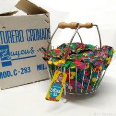 Juguetes antiguos: JUGUETE ANTIGUO COSTURERO CROMADO ZAYCAS SL MODELO C-283 MILAN, AÑOS 70 - NUEVO A ESTRENAR. Lote 240852065