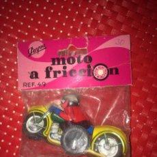 Brinquedos antigos: MOTO A FRICCIÓN - PAYVA - REF. 49 - NUEVA EN BLISTER - AÑOS 70. Lote 242964745