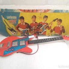 Brinquedos antigos: GUITARRA TWIST BERNABE GISBERT CONJUNTO ELS CARLOS-JUGUETE ANTIGUO-. Lote 243029135