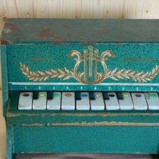 Juguetes antiguos: ANTIGUO PIANO MUSICAL DE JUGUETE FABRICADO POR JUGUETES DEL MEDITERRÁNEO.. Lote 243934745