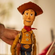 Brinquedos antigos: TOY STORY WOODY CON VOZ EN ESPAÑOL AÑO 2002. Lote 244827050