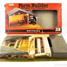 Juguetes antiguos: BRITAINS 4708 FARM BUILDER CCA 1970. Lote 254916400