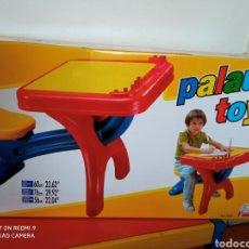 Juguetes antiguos: PUPITRE INFANTIL CON ASIENTO REGULABLE.PALAU 90S.NUEVO EN CAJA SIN ABRIR.. Lote 261900275